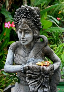 Statue on way to ashram