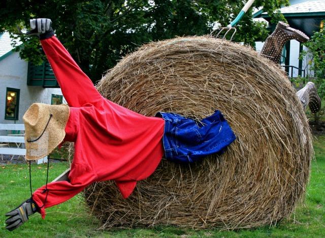 """Hay sculpture """"un-luck-hay"""""""