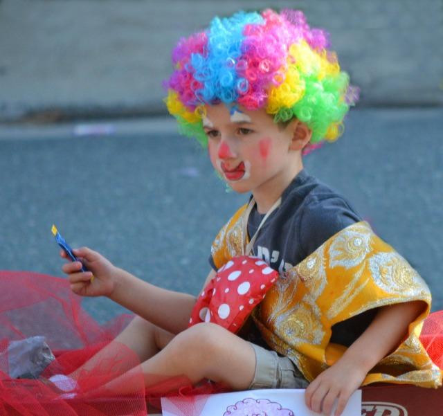 The little rainbow clown