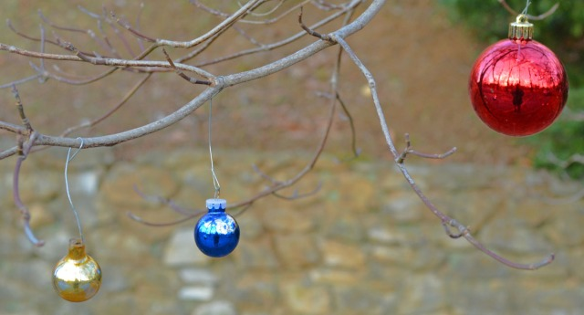 minimalist tree decoration