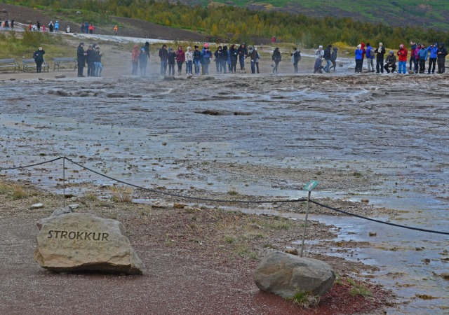 waiting-for-strokkur-to-erupt